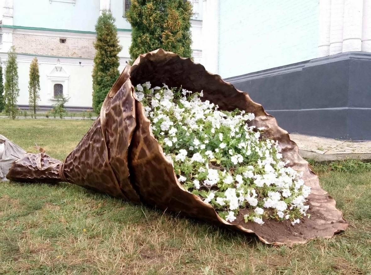 В Сумах появилась оригинальная цветочная композиция «Букет невесты», фото-4