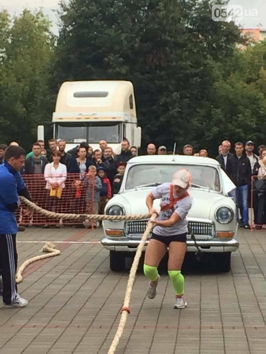 «Богатырские игры»: в центре Сум девушки тянули 2-тонный автомобиль, а парни – 4-тонную фуру , фото-4