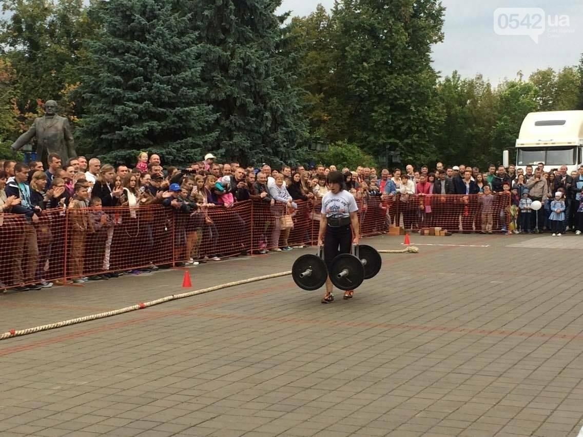 «Богатырские игры»: в центре Сум девушки тянули 2-тонный автомобиль, а парни – 4-тонную фуру , фото-8