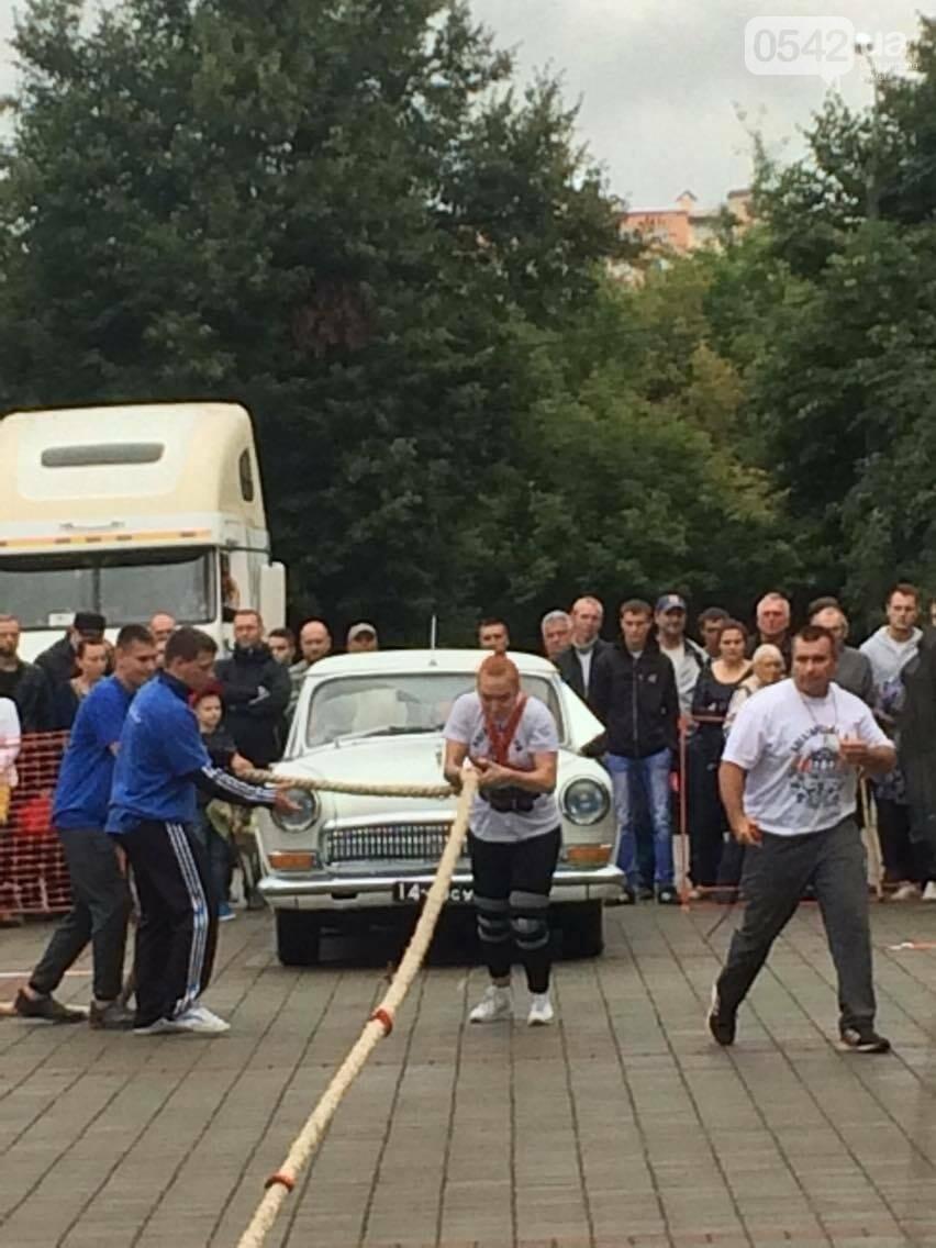 «Богатырские игры»: в центре Сум девушки тянули 2-тонный автомобиль, а парни – 4-тонную фуру , фото-5
