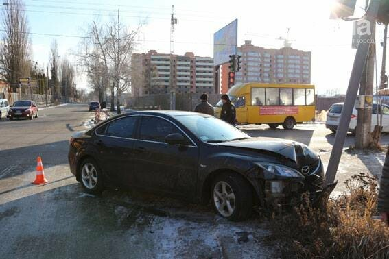 В Сумах светофор не устоял под натиском автомобиля , фото-1