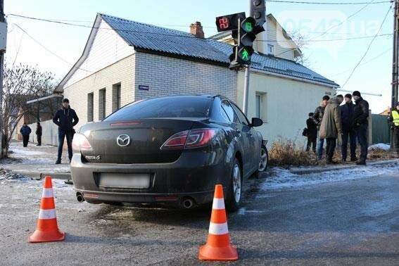 В Сумах светофор не устоял под натиском автомобиля , фото-3