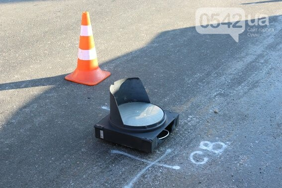 В Сумах светофор не устоял под натиском автомобиля , фото-2