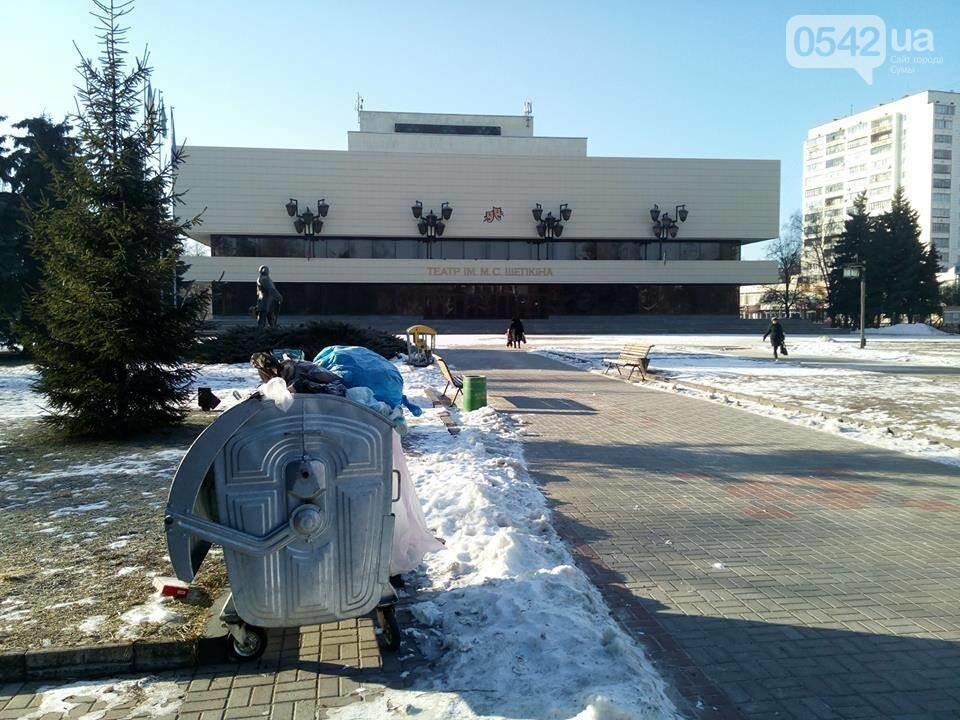 Театральную площадь в Сумах «украсили» мусорными баками, фото-2