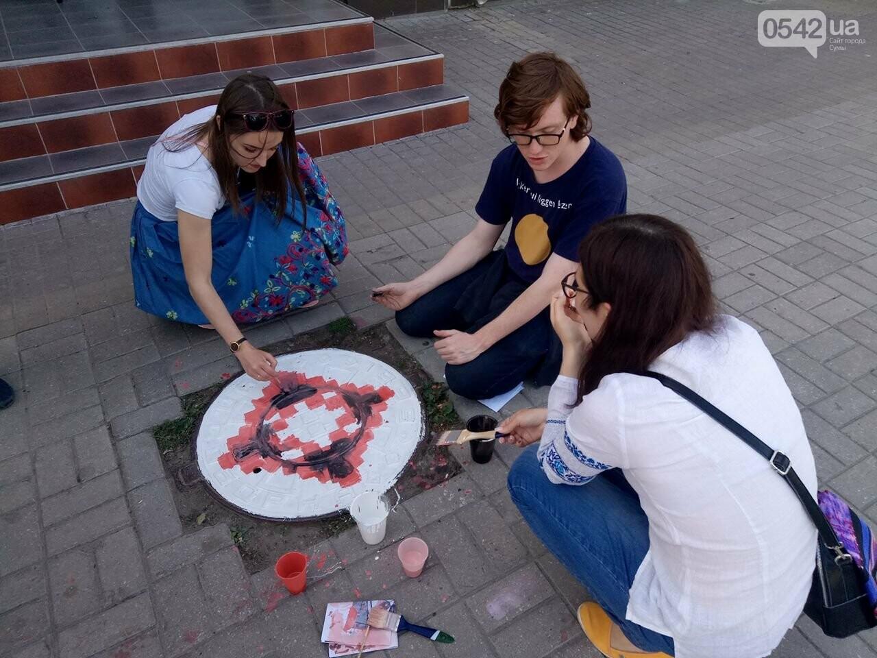 Фотофакт: в День вышиванки в Сумах оригинально разрисовали люки, фото-1