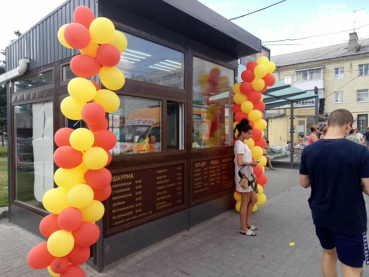 С сегодняшнего дня в Сумах в киосках для билетов вместо проездных начали продавать шаурму, фото-3