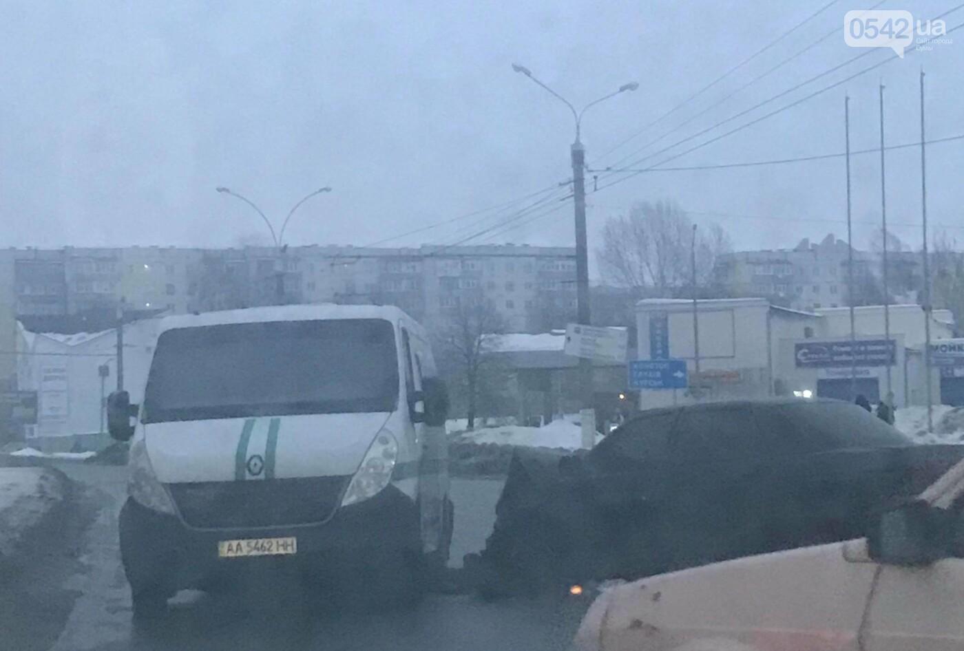 На пр. Лушпы в Сумах из-за ДТП затруднено движение транспорта, фото-1