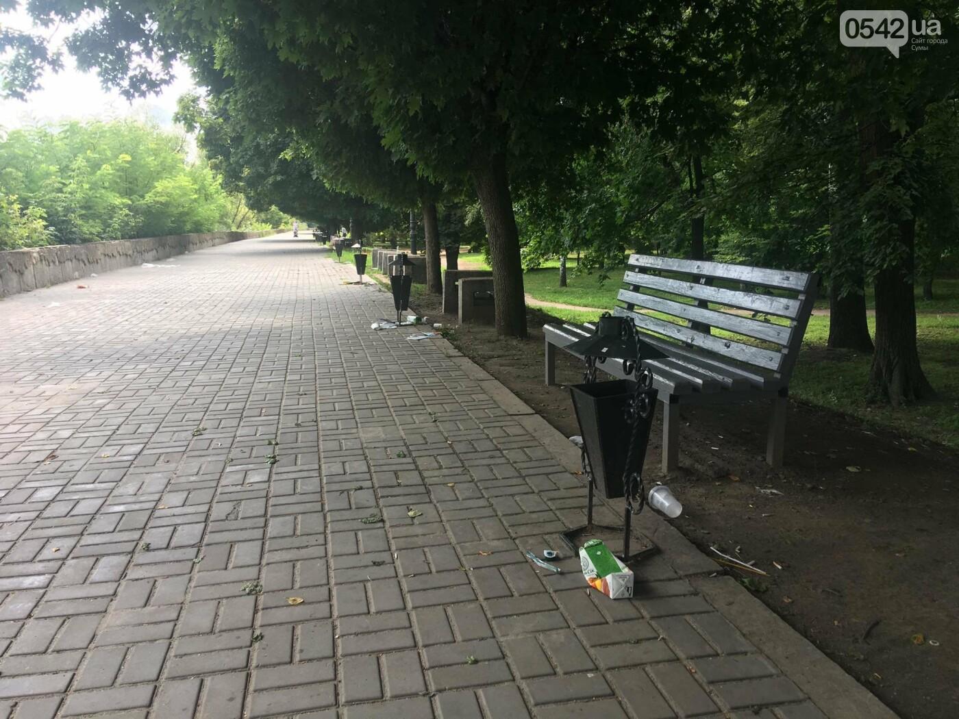 У Сумах сміття лежить біля порожніх урн: культура жителів міста або сумлінність комунальників?, фото-3