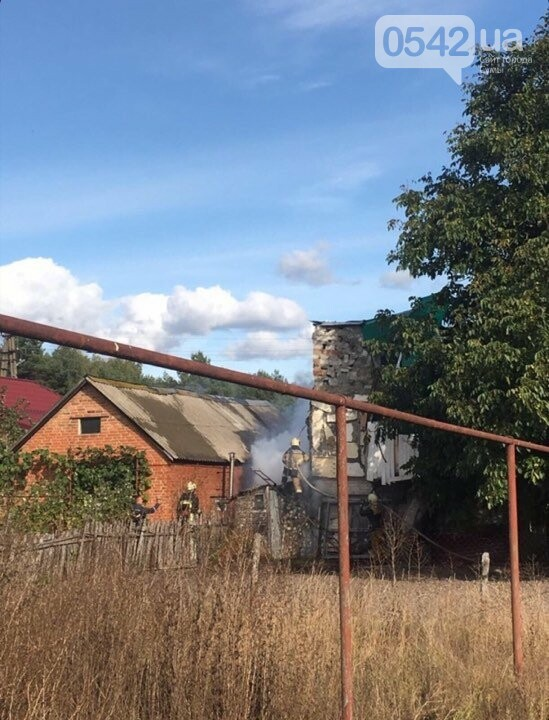 У Сумах на Басах горить будинок, фото-1