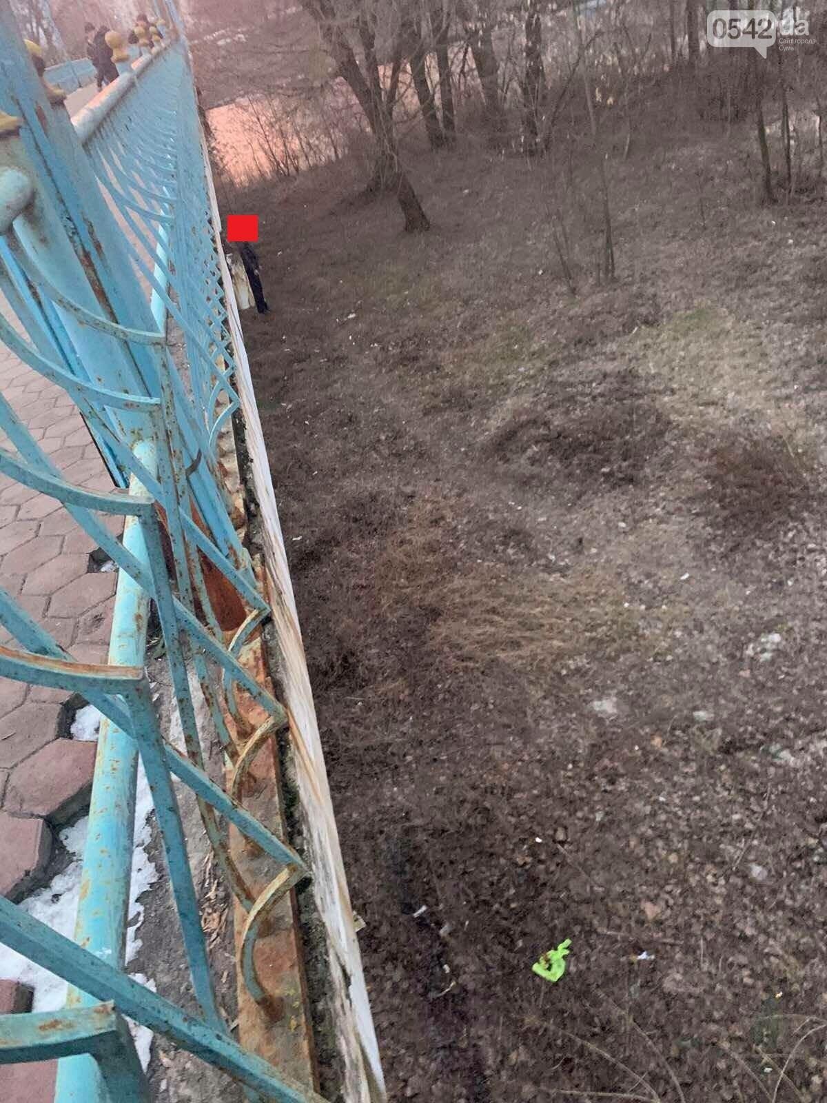 У Сумах на мосту знайдено повішеним молодого чоловіка , фото-1