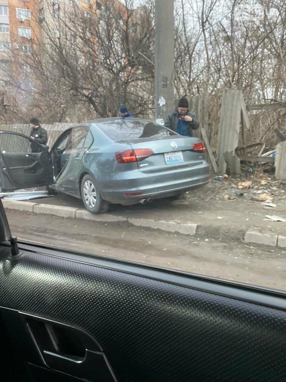У Сумах ДТП: автомобіль в'їхав у паркан, фото-3