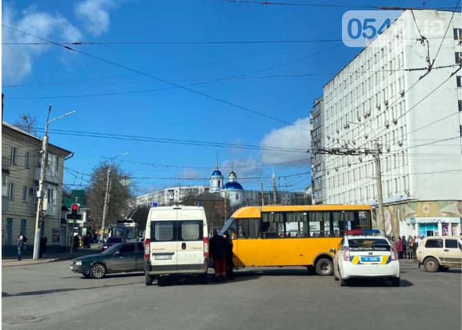 У Сумах в ДТП потрапили «швидка» та маршрутка, фото-1