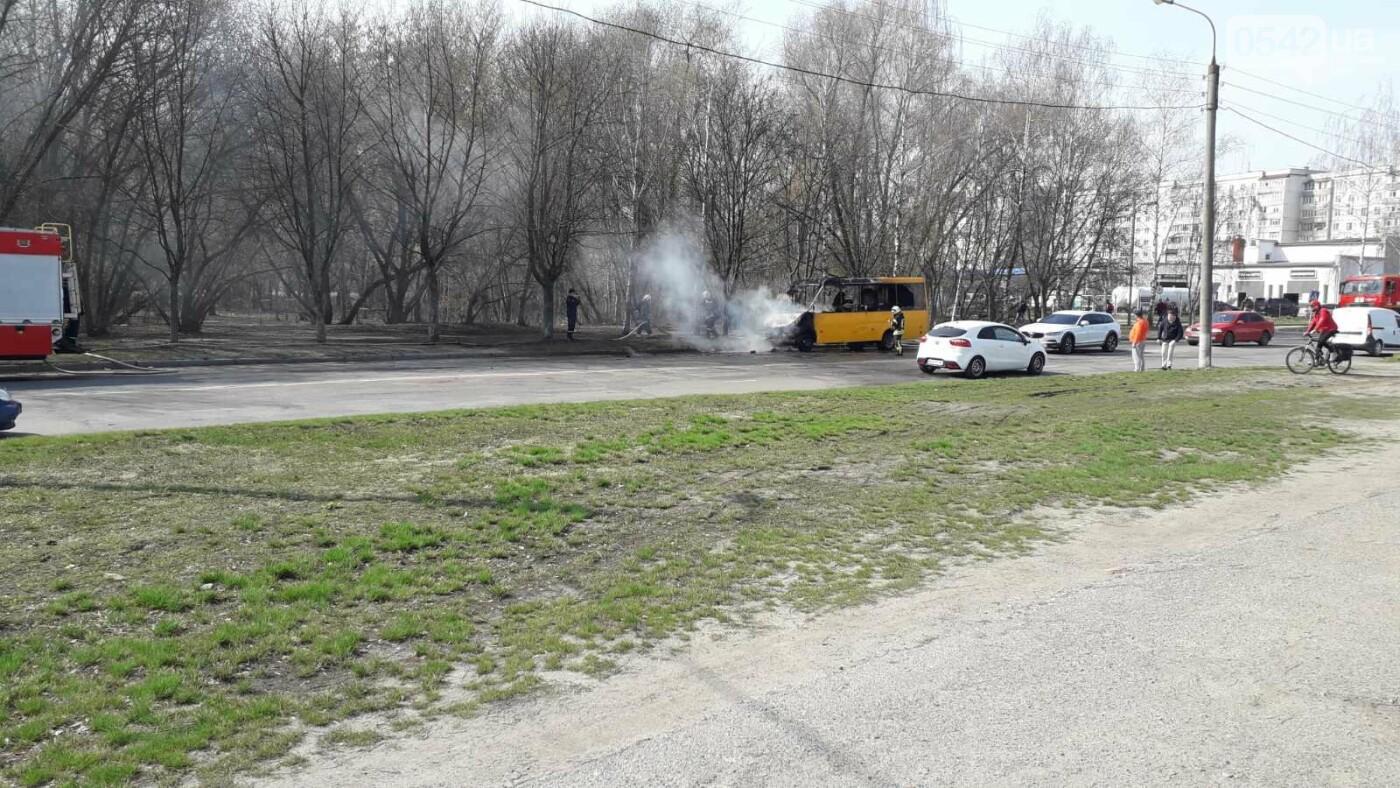У Сумах згоріла маршрутка, фото-2