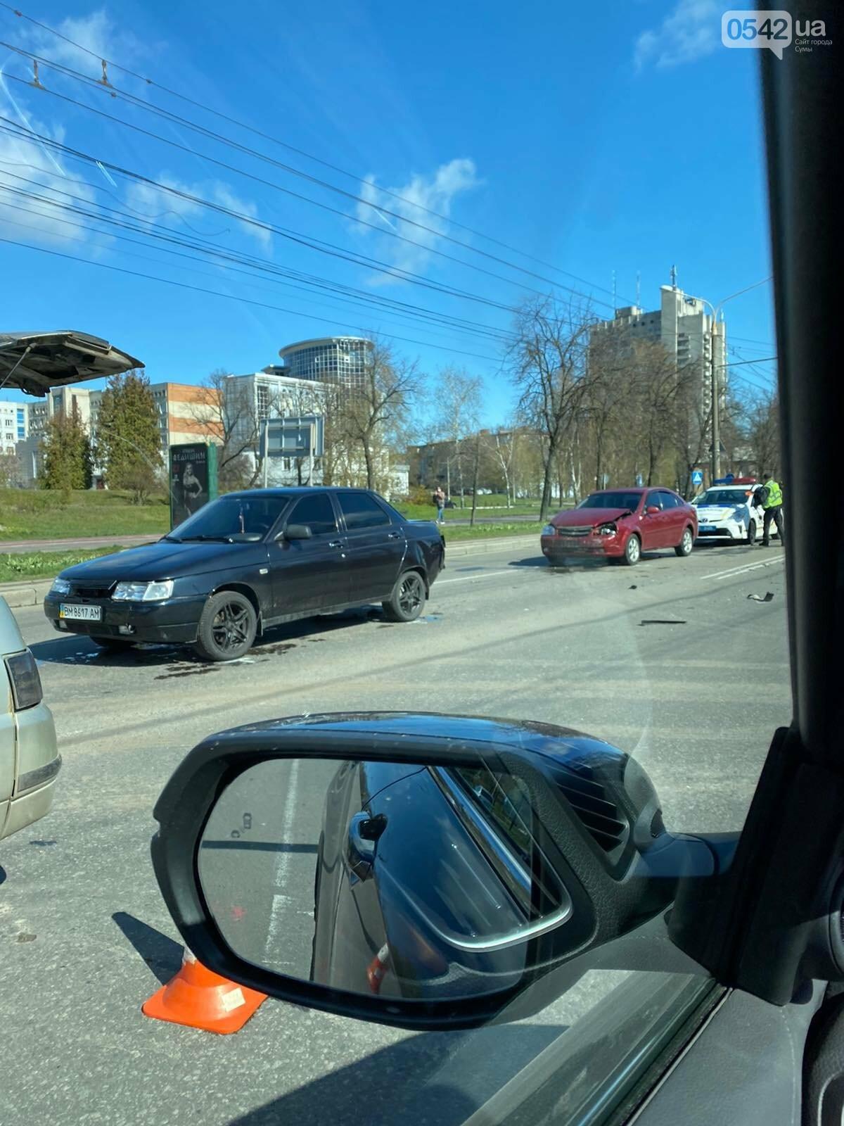 У Сумах сталася аварія з чотирма автівками , фото-1