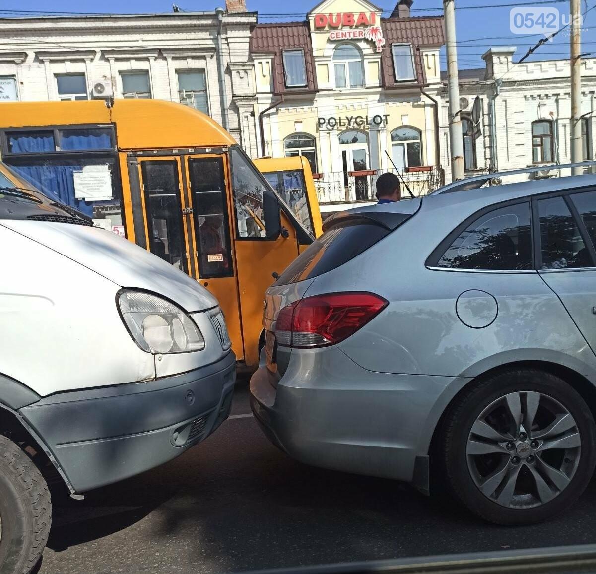 У Сумах ДТП за участю маршрутки, фото-1