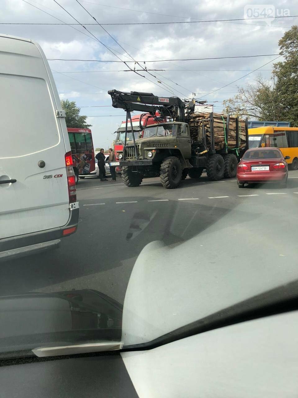 У Сумах ДТП за участю маршрутки та вантажівки, фото-1