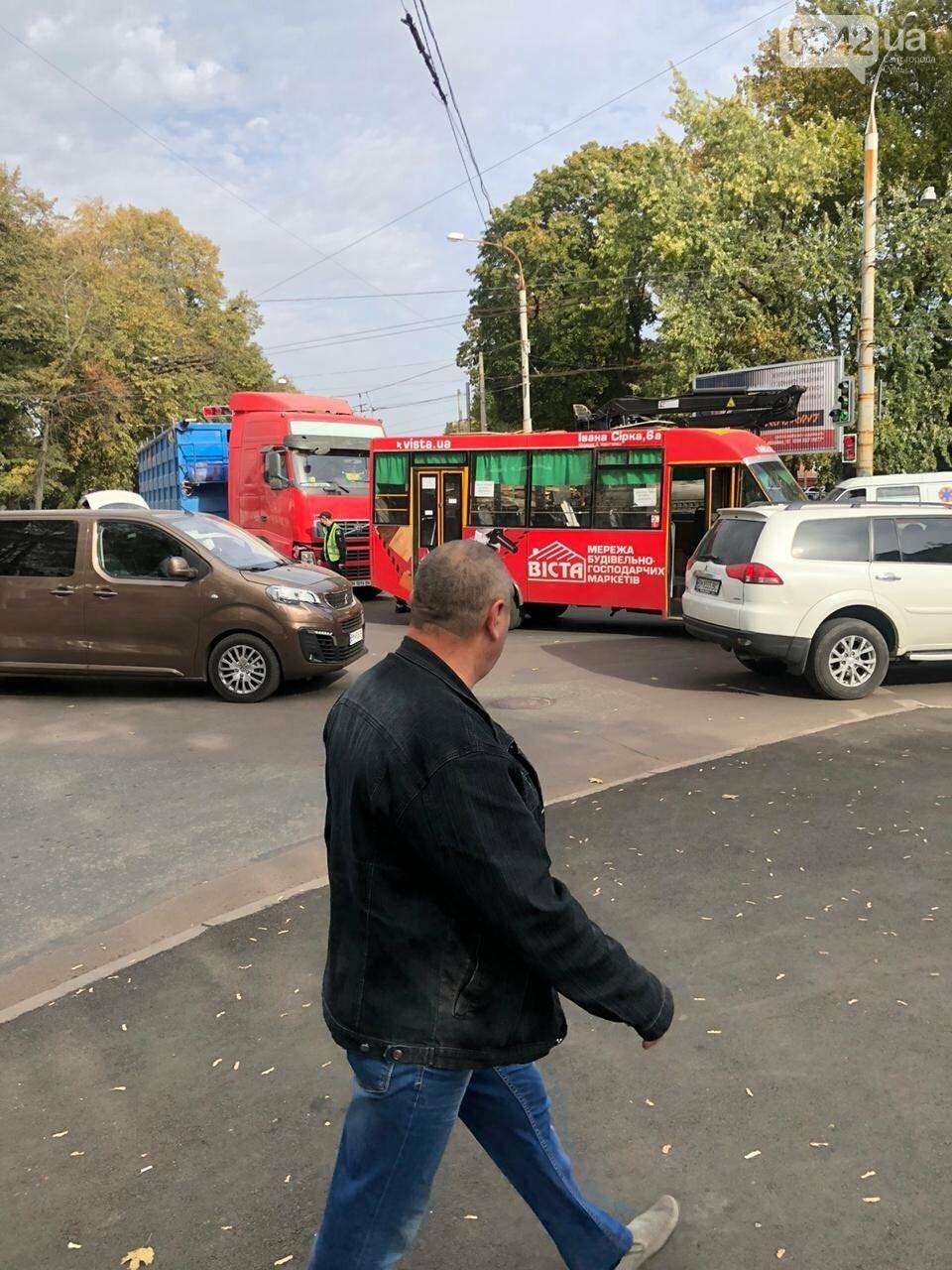У Сумах ДТП за участю маршрутки та вантажівки, фото-4