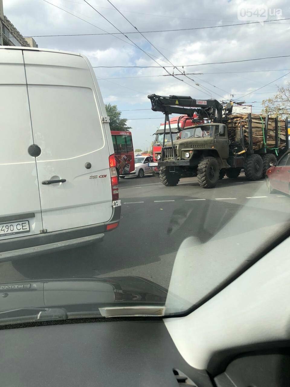 У Сумах ДТП за участю маршрутки та вантажівки, фото-2