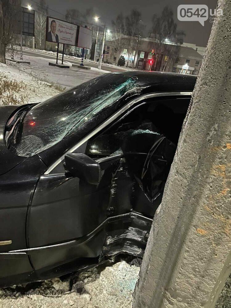 У Сумах BMW влетіла в стовп. Фотофакт, фото-3
