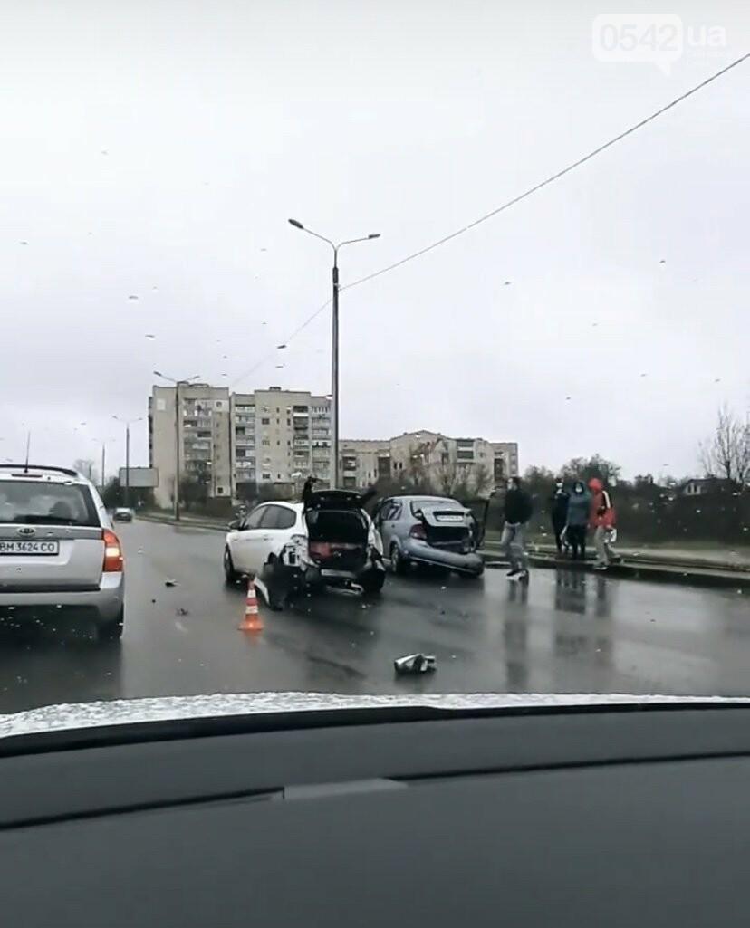 У Сумах на Прокоф'євському мосту сталася потрійна ДТП, фото-1