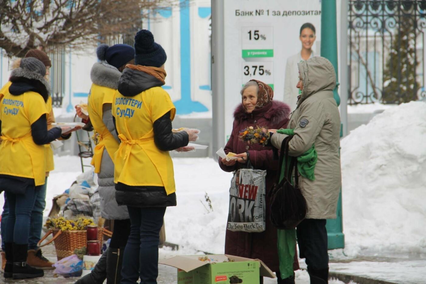 Волонтеры СумГУ в центре города угощали сумчан блинами, фото-5
