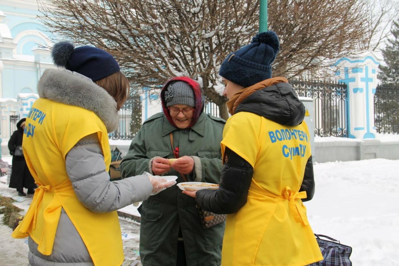 Волонтеры СумГУ в центре города угощали сумчан блинами, фото-10
