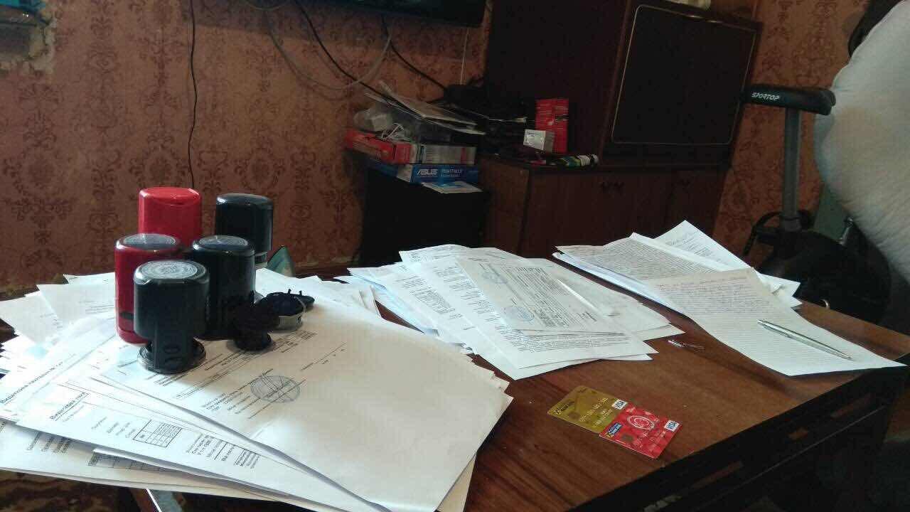 Управление защиты экономики и налоговая милиция прикрыли крупнейший в истории Сумщины конвертационный центр с оборотом 350 млн грн, фото-1