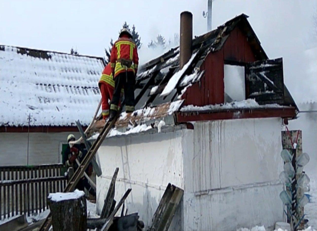 На Сумщине пожарные тушили летнюю кухню, фото-4