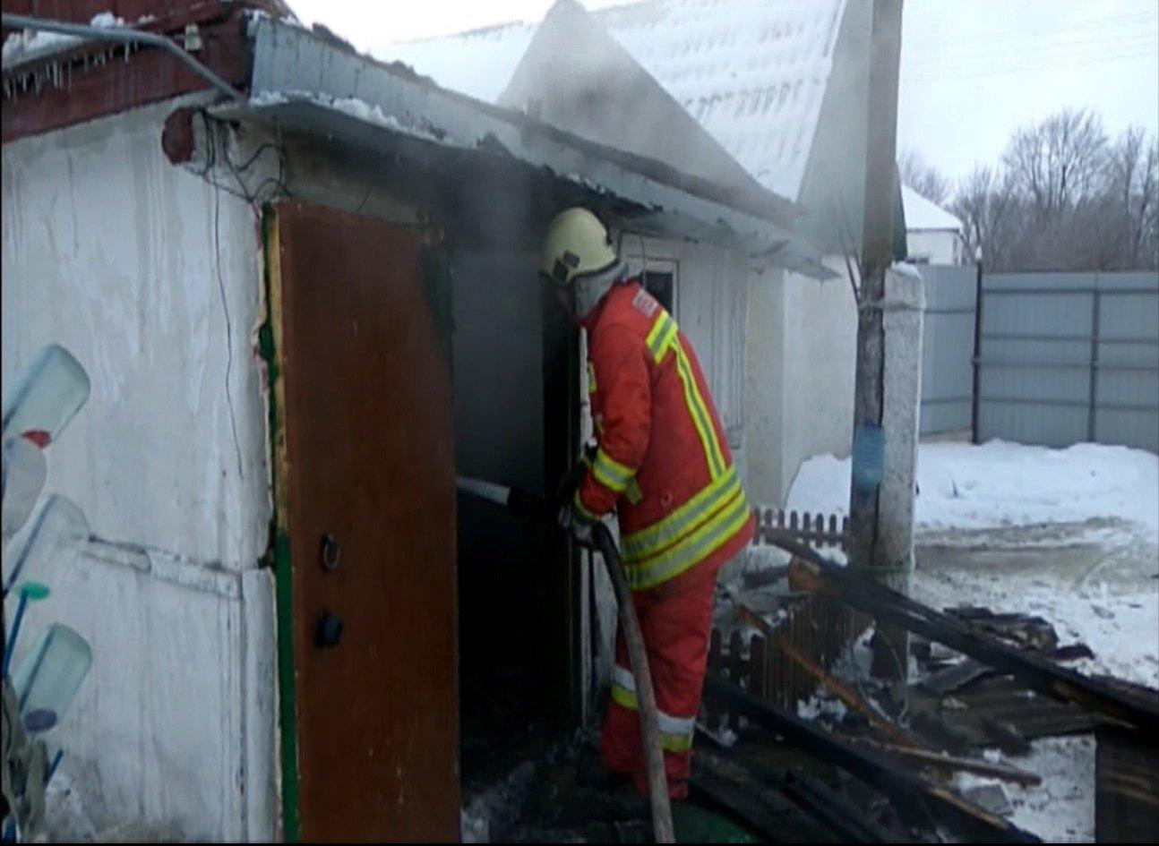 На Сумщине пожарные тушили летнюю кухню, фото-1