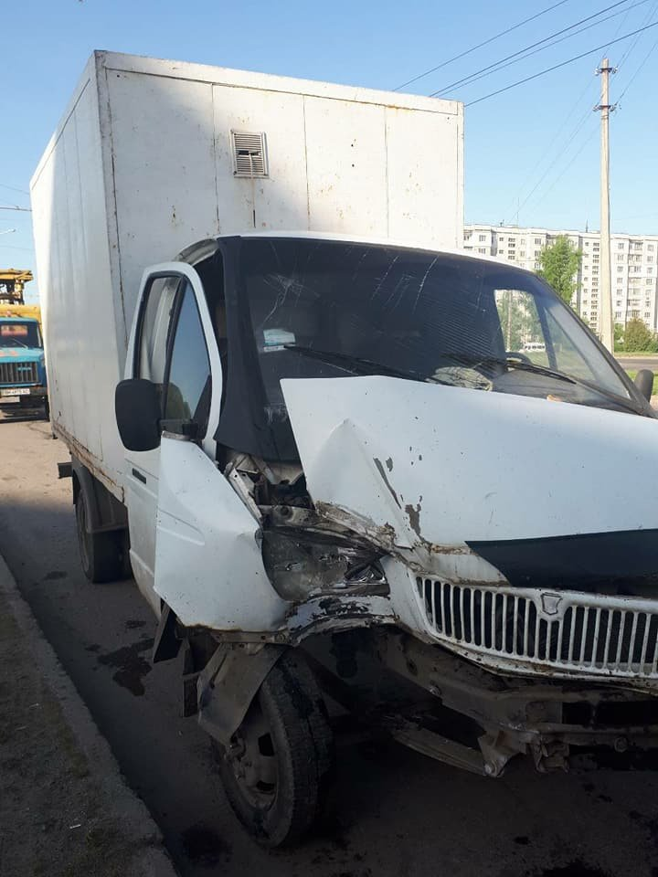 В Сумах грузовик въехал в столб, фото-3