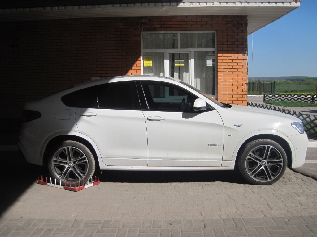 На Сумщине пограничники обнаружили «BMW X4», который находится в международном розыске, фото-1