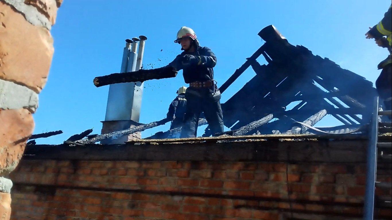 В Сумах горел жилой дом, фото-1
