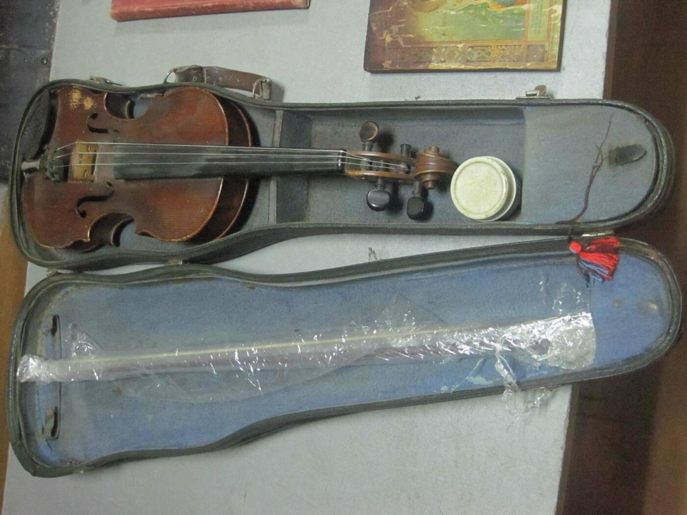 Через таможню на Сумщине молдаванин пытался вывезти за границу скрипку Страдивари 1719 года, фото-2