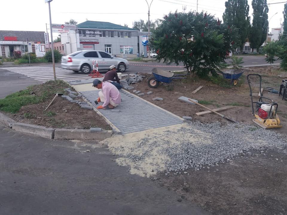 В некоторых районах Сум делают посадочные площадки и ремонтируют тротуары, фото-3