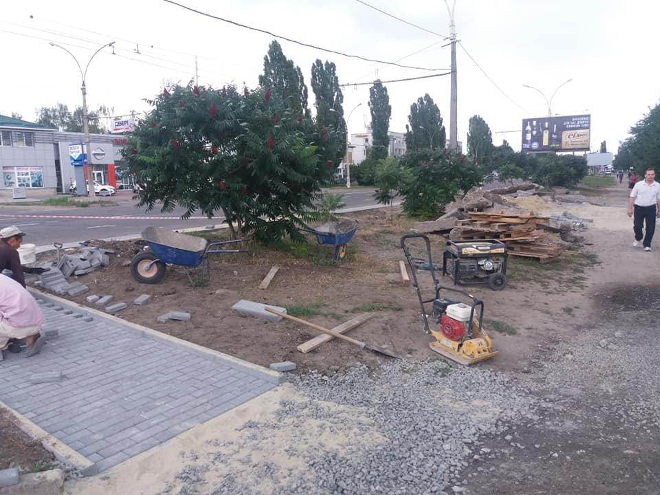 В некоторых районах Сум делают посадочные площадки и ремонтируют тротуары, фото-2