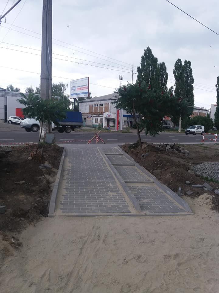 В некоторых районах Сум делают посадочные площадки и ремонтируют тротуары, фото-1