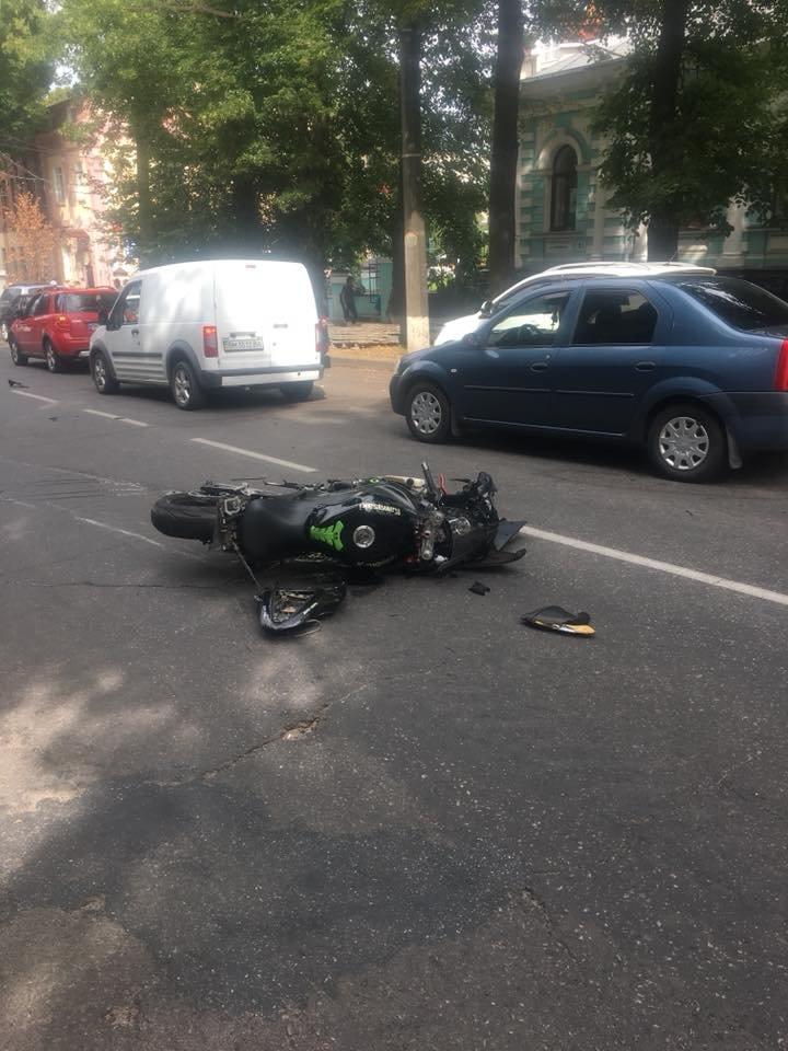 В Сумах произошло ДТП с участием мотоцикла, фото-1