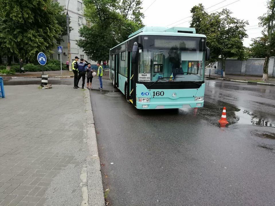 В Сумах новый троллейбус попал в ДТП, фото-2