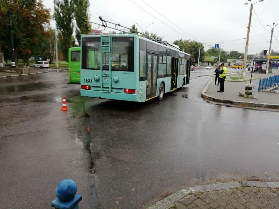 В Сумах новый троллейбус попал в ДТП, фото-3