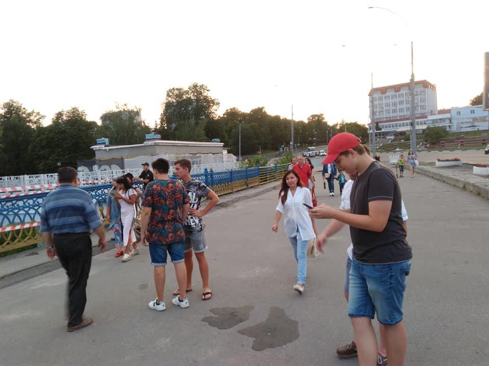 В Сумах обвалились перила Харьковского моста, фото-1