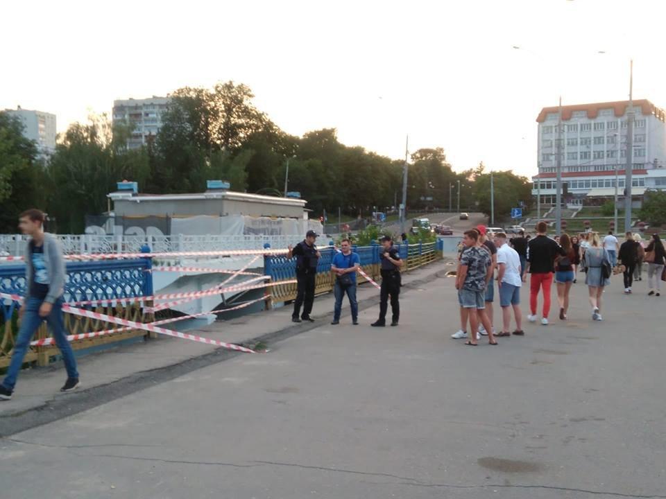 В Сумах обвалились перила Харьковского моста, фото-2