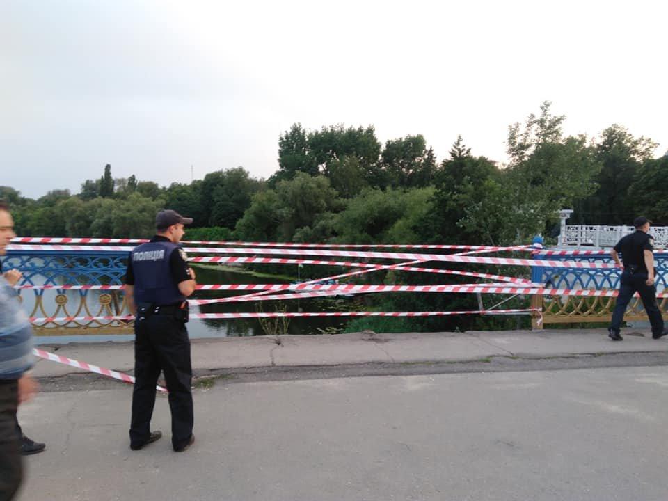 В Сумах обвалились перила Харьковского моста, фото-3