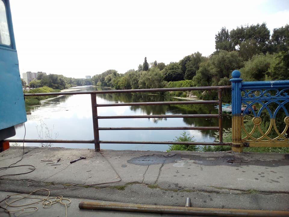 В Сумах из реки достали упавшие секции Харьковского моста, фото-5