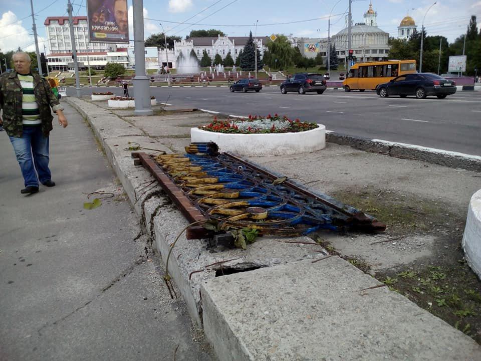 В Сумах из реки достали упавшие секции Харьковского моста, фото-4