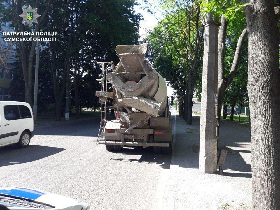 В Сумах на водителя бетономешалки составили административный протокол за загрязнение дорожного покрытия, фото-1