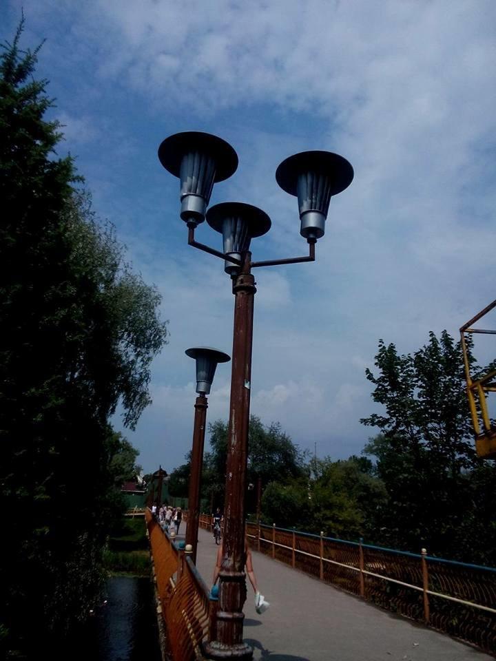 В Сумах начали устанавливать фонари на мосту возле «Здыбанки», фото-3