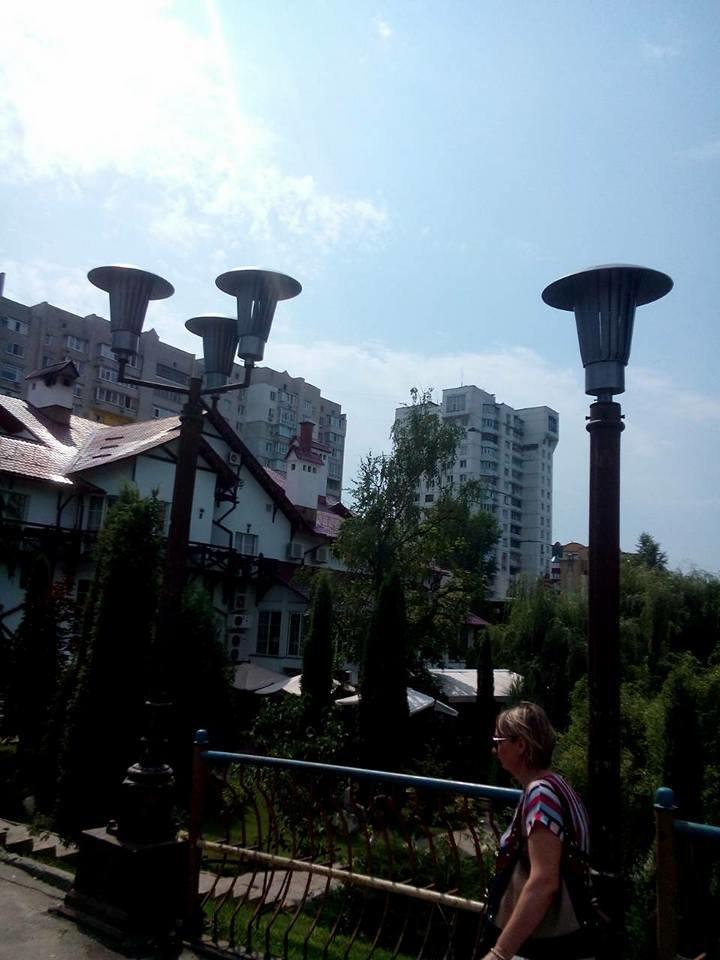 В Сумах начали устанавливать фонари на мосту возле «Здыбанки», фото-1