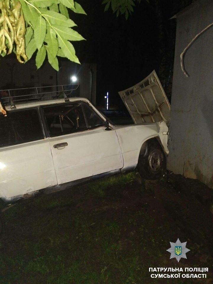 В Сумах пьяный водитель въехал в здание, фото-2