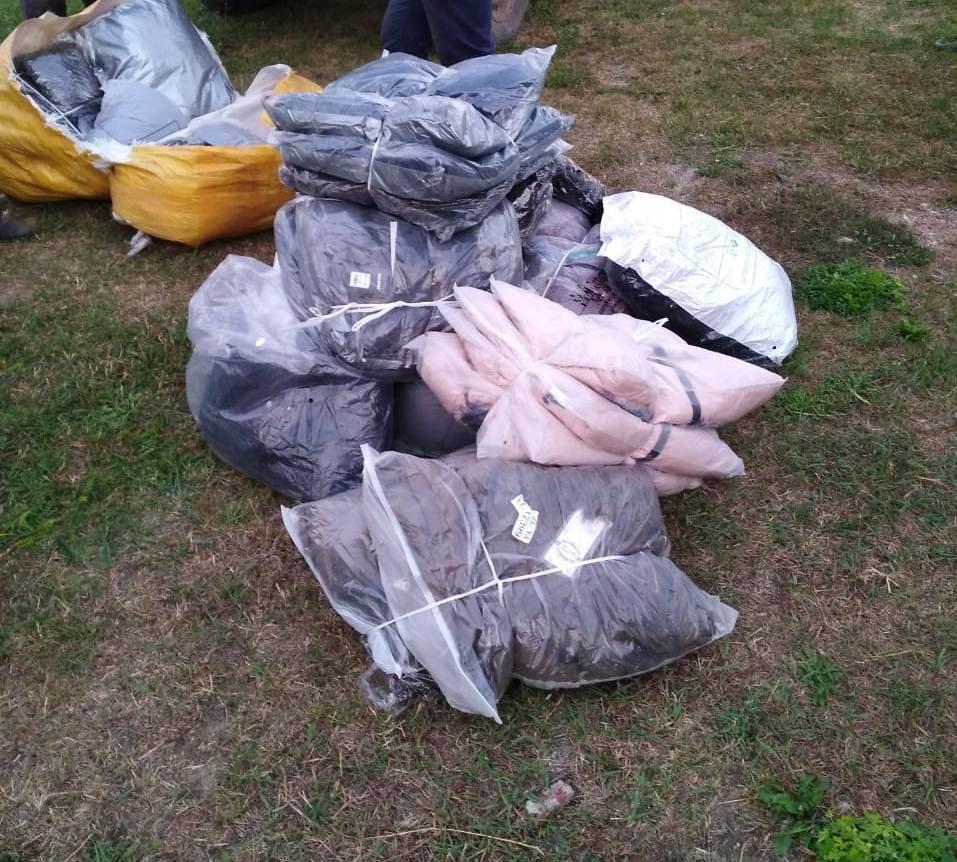 На Сумщине пограничники с применением оружия задержали УАЗ с грузом товаров народного потребления, фото-1