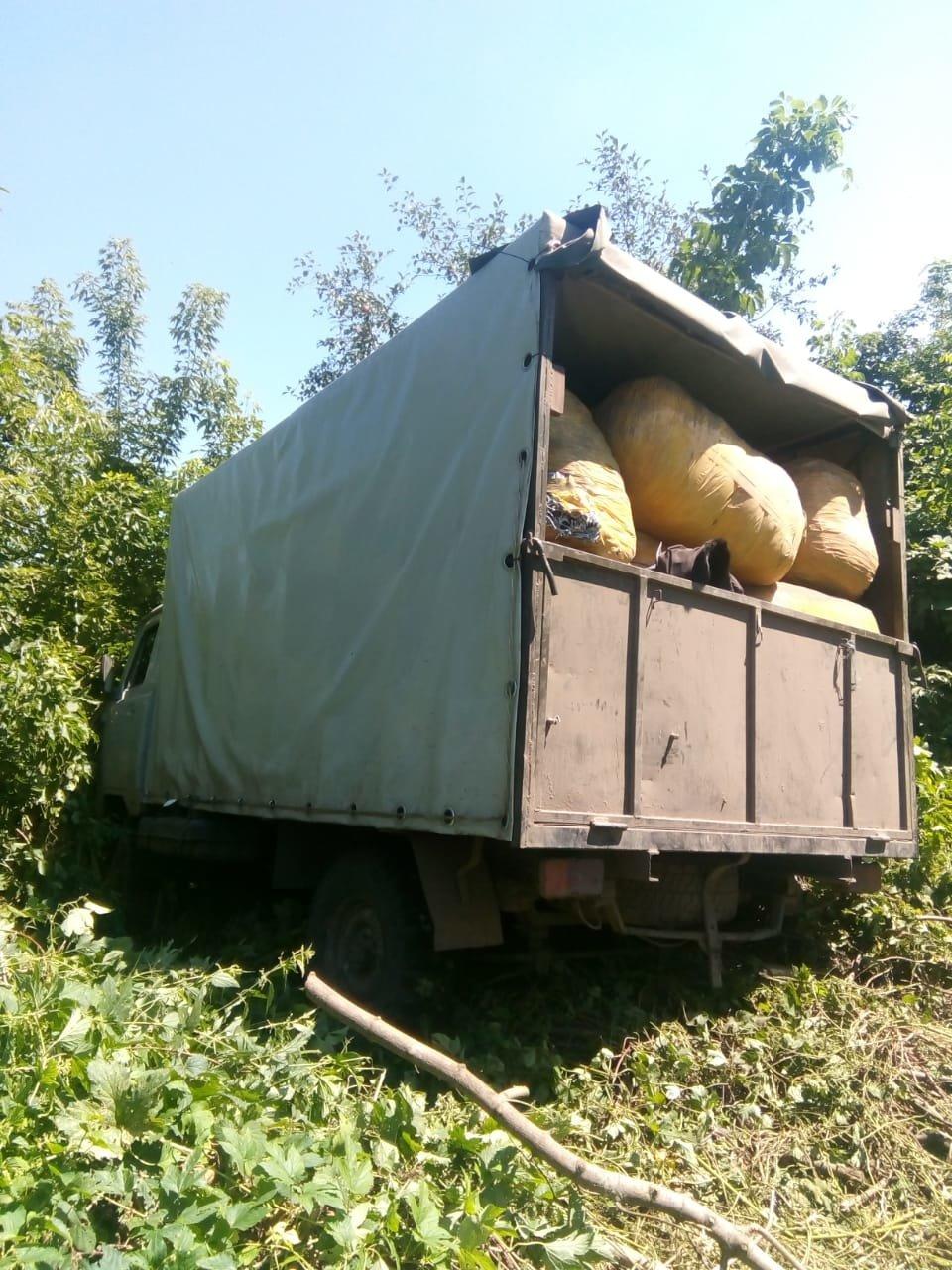 На Сумщине пограничники с применением оружия задержали УАЗ с грузом товаров народного потребления, фото-9